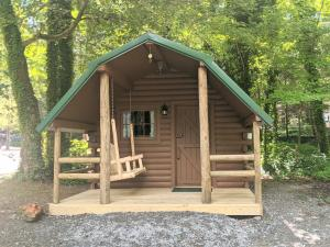 Camping Cabin 6 - Orchard Lake Campground